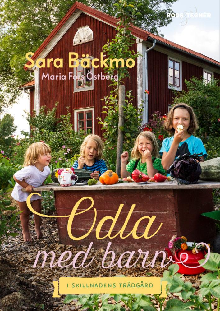 Bokomslag med fyra glada barn i trädgården som leker affär. Growing with kids book, cover with four kids playing outside.