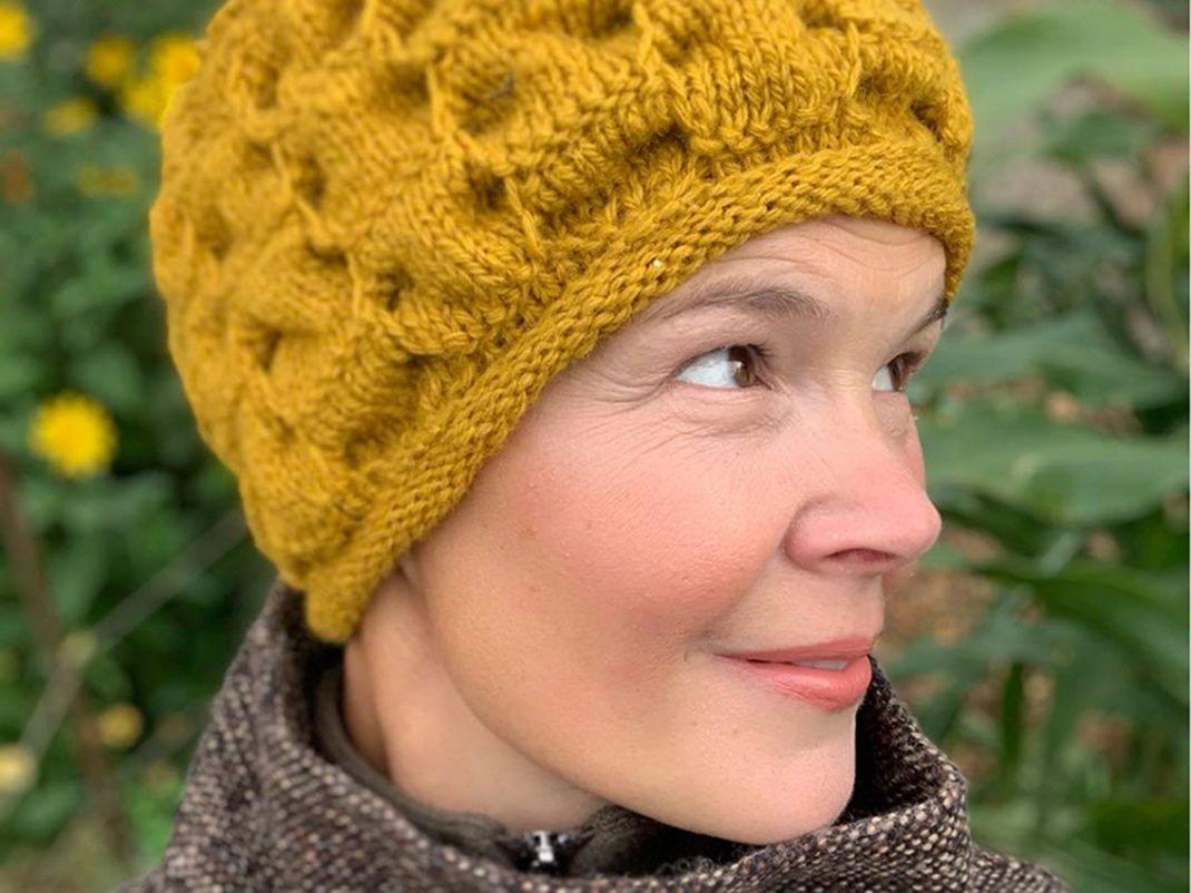 Sara i gul hallommössa